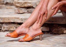 Зуд у женщин ниже колен