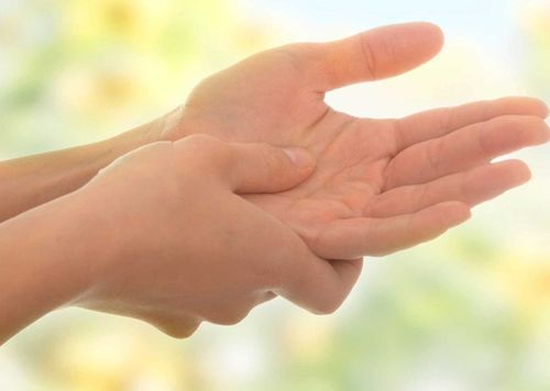 Чешется правая рука
